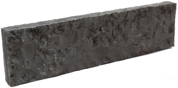 Basalt Stelen 7/25/100 cm rundum gespalten und gespitzt