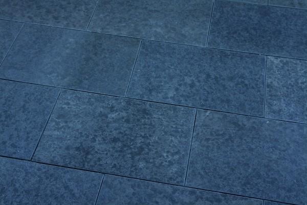 Basalt Bodenplatten Elegance 60/40/3 cm Oberfläche geflammt, Kanten gefast